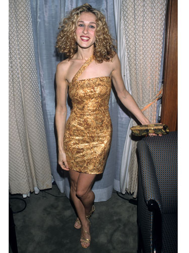 sjp-in-gold-matchy-look